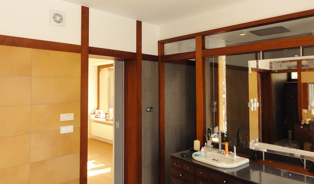 Łazienka w stylu japońskim z drewna Iroko